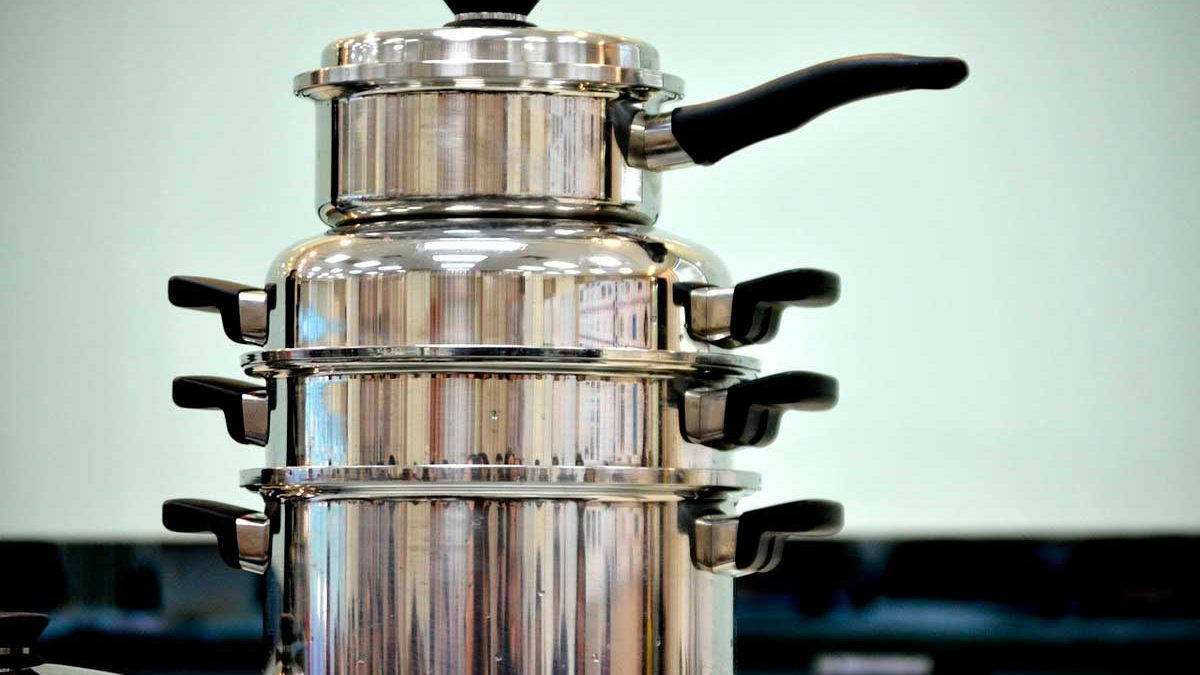 How to clean discolored stainless steel pots