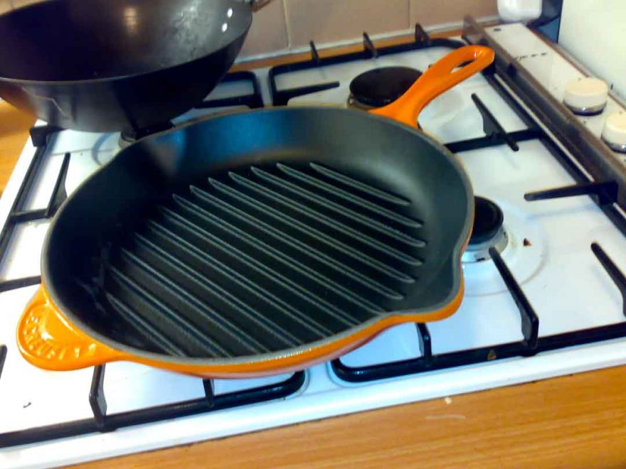 How to clean cast iron grill pan after cooking