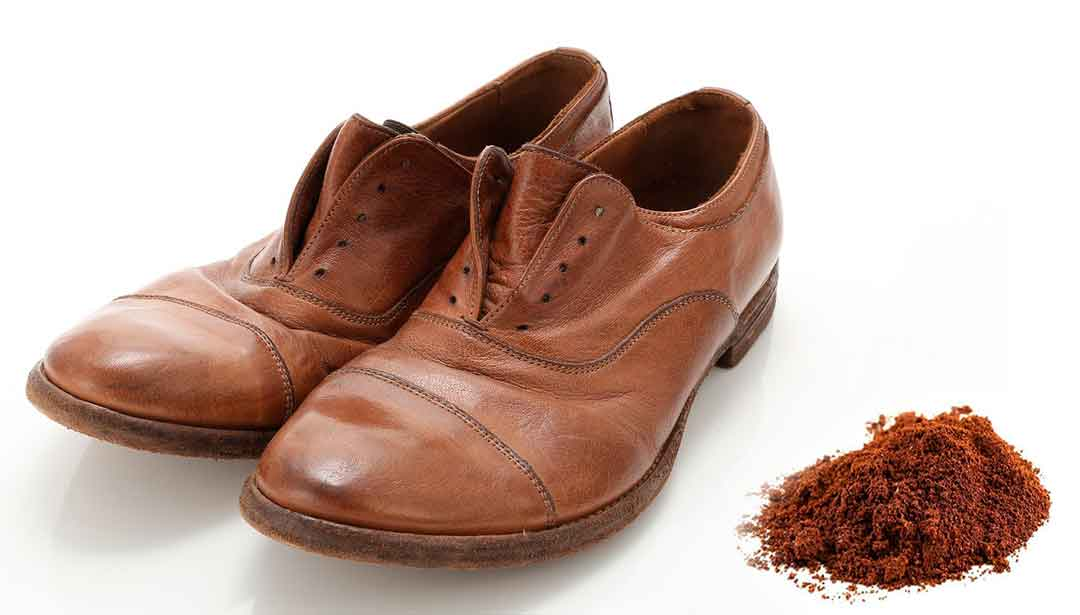 How to remove odor from your leather shoes using coffee grounds