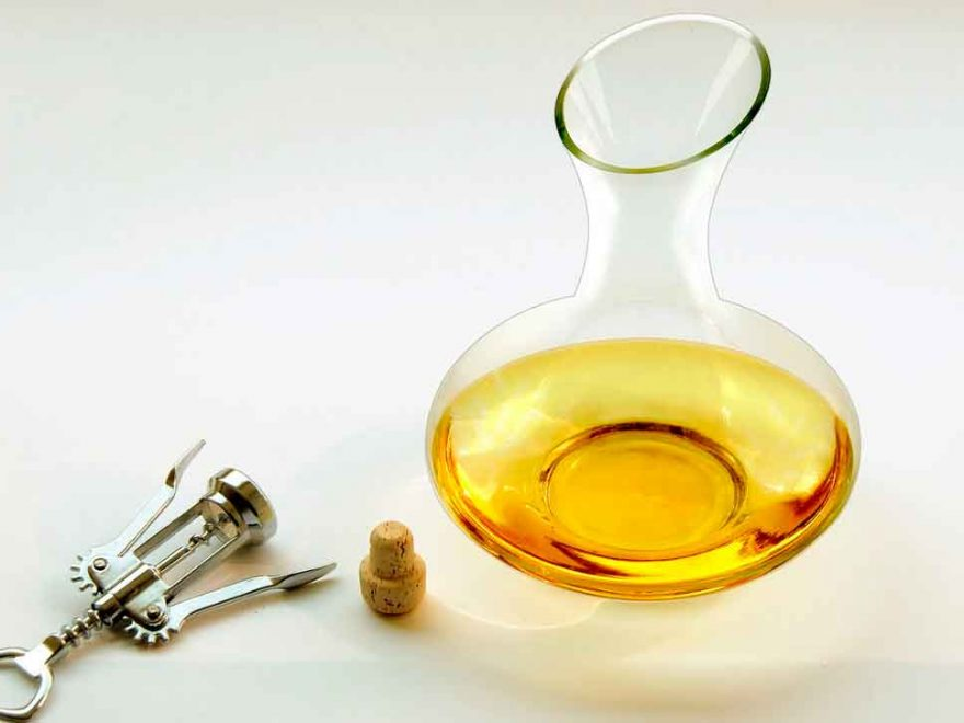 how to clean a decanter