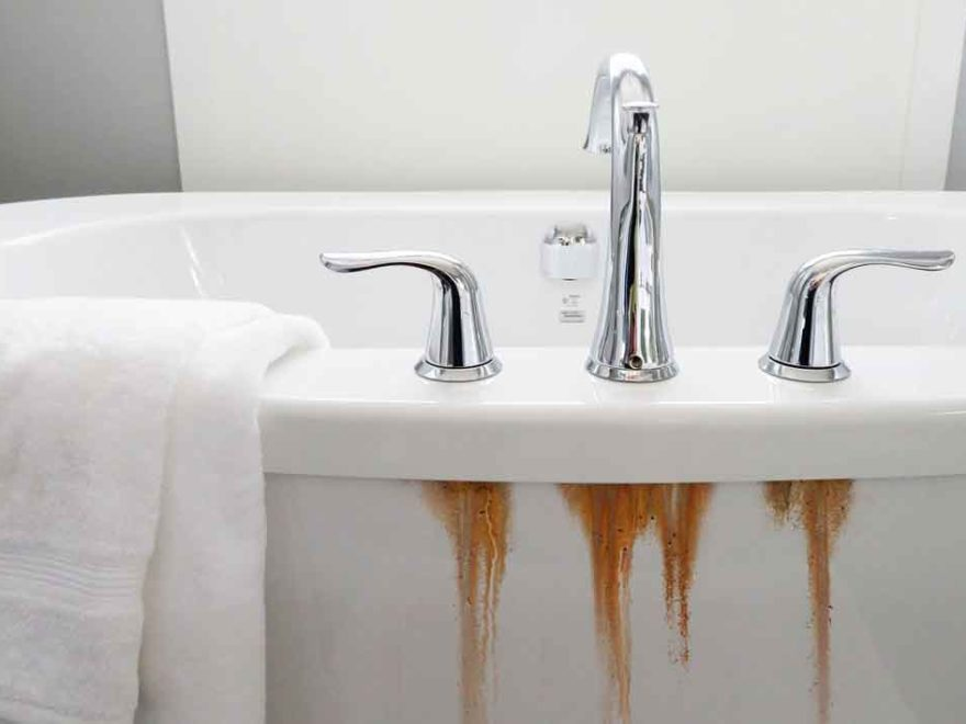 How to Remove Rust Stains from Porcelain Bathtub
